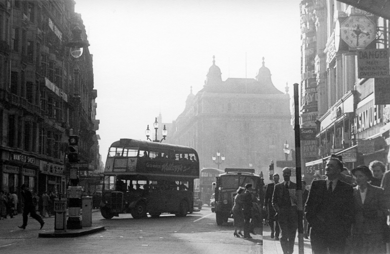Picadilly, buses PNG