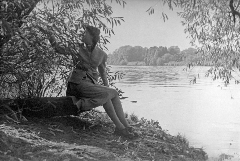 Girl at Thames 1-88PNG